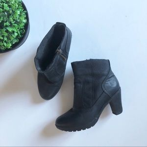 [timberland] black heeded leather booties